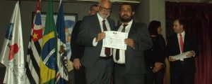 Entrega de certificados aos participantes do curso Escolinha da Advocacia
