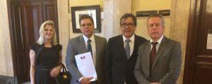 Representantes da OAB Guarulhos estiveram na Corregedoria do Tribunal de Justiça protocolando documentos para instruir a representação disciplinar que apura a conduta da magistrada MARCIA BLANES.