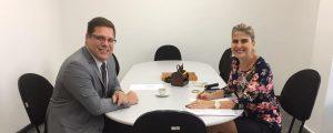 Em reunião com a Vice-Presidente Vianei Principato, o Presidente Alexandre de Sá definiu diretrizes para a atuação da Diretoria de Apoio e Integração Social, além de acompanhar os avanços na reforma das salas e da Casa da Advocacia de Guarulhos