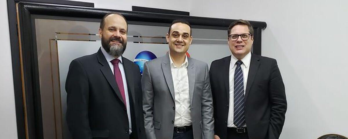 Presidente da OAB Guarulhos, Dr. Eduardo Ferrari, esteve reunido com o Ex- presidente da OAB, Dr. Alexandre de Sá Domingues e com o Advogado Dr. Fernando Evans, especialista em Direito Tributário
