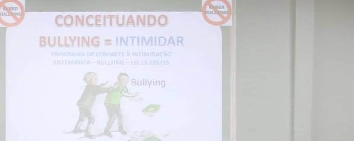 """Comissão OAB Vai à Escola ministra palestra sobre """"Bullying e Cyberbullying"""" no Colégio Torricelli."""