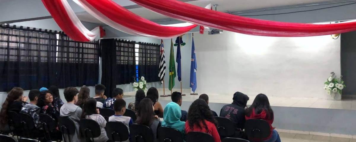 """Comissão OAB Vai à Escola ministra palestra sobre """"ECA"""" na Escola Padre Velasco Aragon."""