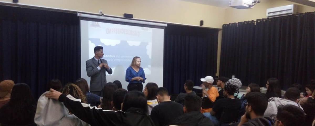 "Comissão OAB Vai à Escola realiza palestra sobre ""Empreendedorismo"" na Escola EEPG Profa. Alice Chuery"