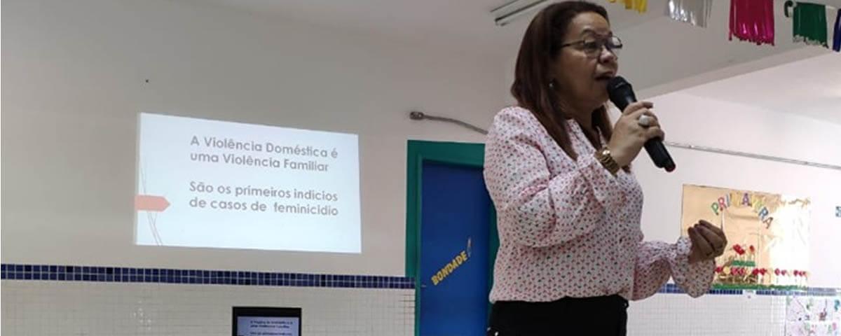 """Comissão OAB Vai à Escola realiza palestra sobre """"Violência Doméstica"""" na Escola Pública EPG. Vereador Carlos Franchin"""