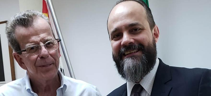 You are currently viewing O Presidente da OAB Guarulhos, Eduardo Ferrari, se reuniu, em visita de cortesia ao Professor Antônio Veronezi.
