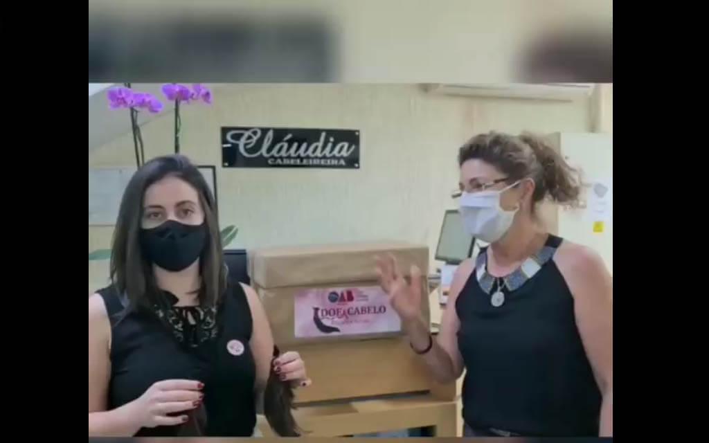 Espalhando amor! A campanha do Outubro Rosa iniciou com os cortes de cabelo